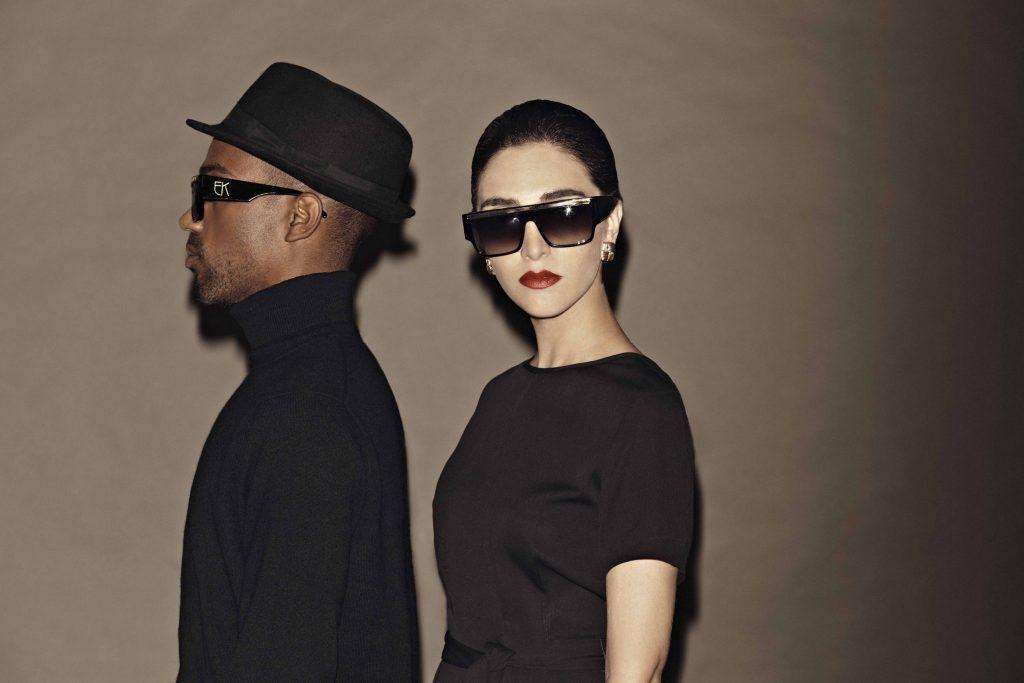Emmanuelle Khanh couple lunettes tendances solaires